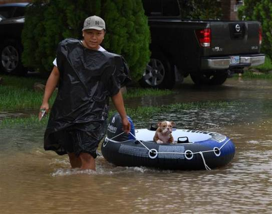 Aug. 29, 2017 – Houston, TX – John Tuan returns to rescue his dog that was left in his flooded house in the Clodine district. (Mark Ralston/Getty Images)